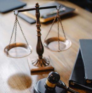 reprezentuję Klienta przed sądami a także organami administracyjnymi